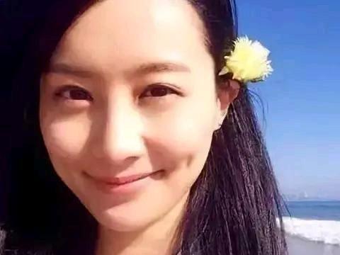 """TVB女神陈法拉""""睡天桥"""",打扮邋遢啃饼干,女神形象尽毁"""