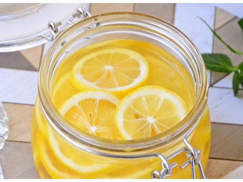 天热不爱喝白开水可以试试这个,十分钟做一罐,可以喝上一个月