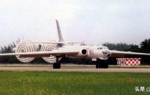 轰-6J高清来袭,8挂架挖尽改进空间,希望不要再有新字母