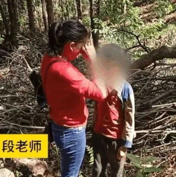 【喜闻乐见】云南一小学生开学未报到,老师在深山里找到他,当场泪奔
