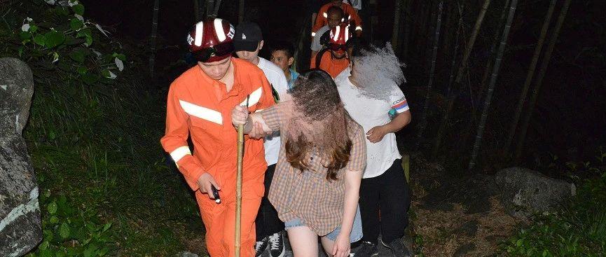 黑夜8名游客被困明月山 消防员连夜进山搜救