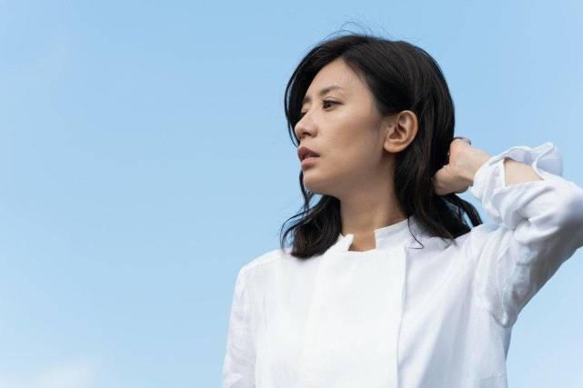 """贾静雯最新造型曝光,首度挑战""""狗啃式刘海""""撞脸马丽"""