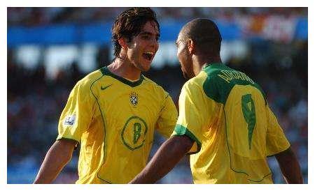 揭秘在韩日世界杯前,卡卡与阿德里亚诺争夺一个巴西队出征名额
