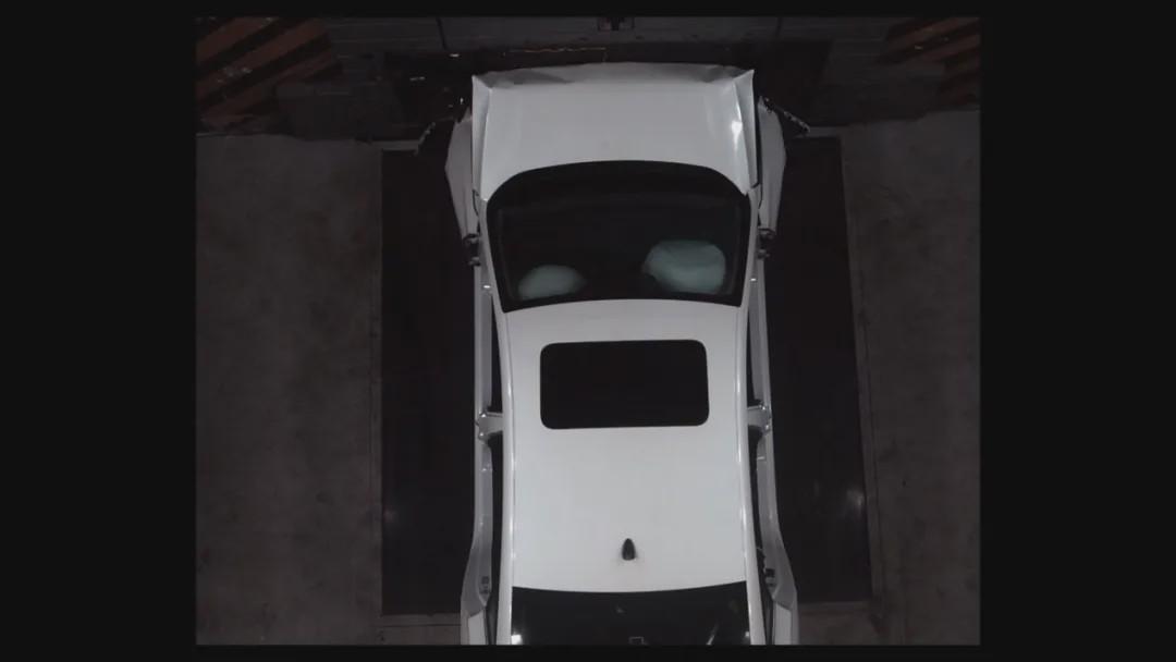 买车不仅要实用,安全更重要,逸动PLUS直播碰撞测试