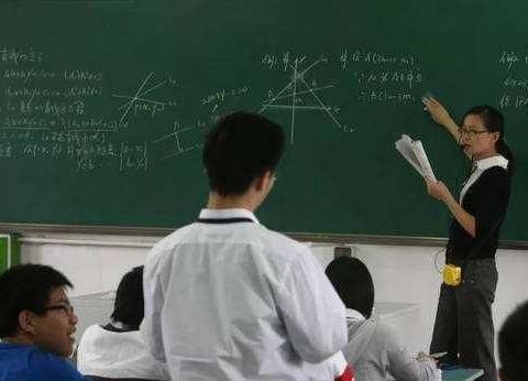 教师工资不低于公务员,网友:真正差别是补贴,为何不提总收入