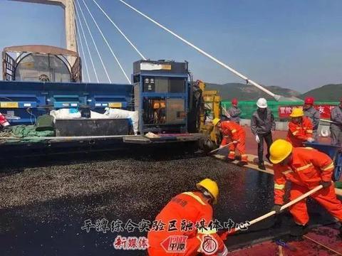 平潭海峡公铁两用大桥公路桥沥青铺装全线完成