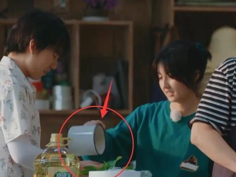 面对张子枫喝剩的牛奶,郭麒麟接过来一饮而尽