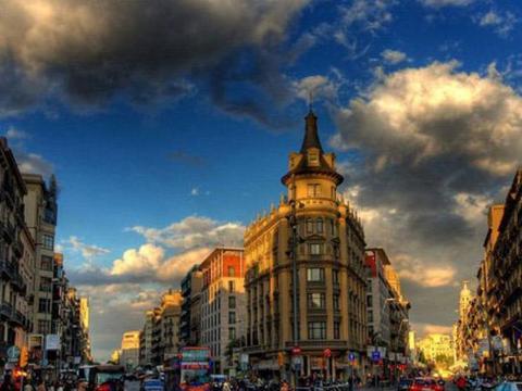 网红饮食打卡地,拥有高迪浪漫主义建筑艺术,是世界级的旅游胜地