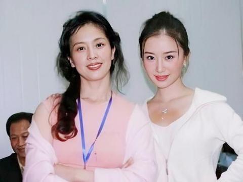 易烊千玺的妈妈和刘亦菲的妈妈,1个舞蹈家1个打工妹