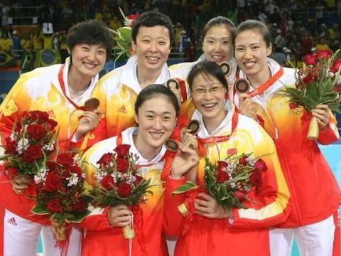 """奥运冠军冯坤嫁给""""泰国排球教父""""生子,如今混血宝宝会三国语言"""