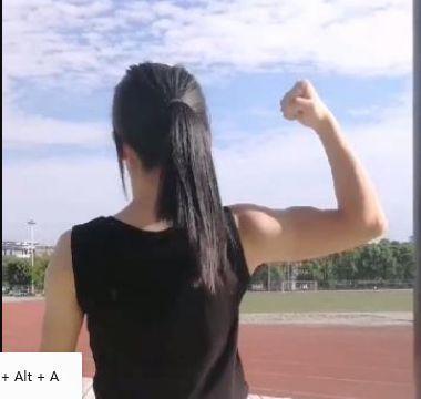 女大学生做引体向上意外走红, 这背影可以秒杀美少女!