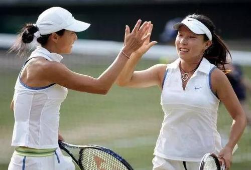 网球冠军晏紫,嫁身家50亿丈夫,退役热衷公益,捐款武汉1000万