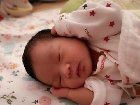 从小睡枕头和不睡枕头的孩子,有何区别?不谨慎处置危害可不小