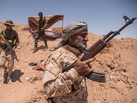 当年美国打伊拉克干净利落,为何对待伊朗,却只动嘴不行动