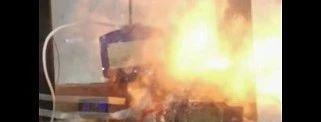 宁德时代三元电池针刺试验瞬间爆炸燃烧