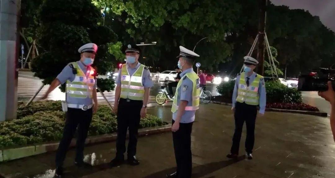 """汕头交警夜间""""雷霆""""行动,整治交通乱象"""