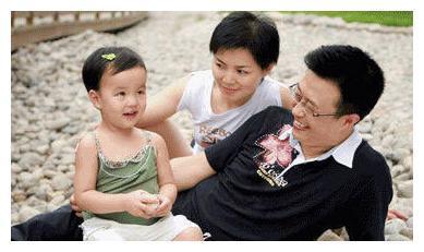 白燕升;获奖无数,51岁喜当爹,与老婆秀恩爱;网友;人生赢家