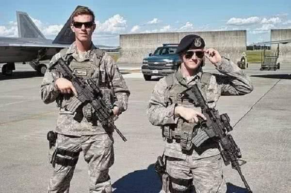 美军在冲绳街头行凶!日本官员无奈抗议,韩国呼吁:应向我们学习