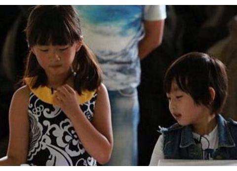 黄磊晒女儿照片,上帝刚关了黄忆慈的窗,却又吻了黄少艾的脸