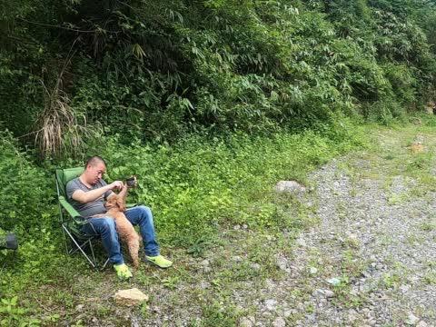房车旅行远离大都市,大山深处野外露营,煮杯咖啡简直太爽了!
