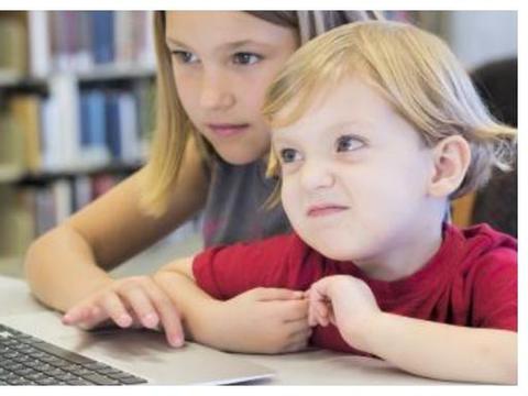 环卫工6年攒3万,被孩子全部花在游戏上,网友归根到底是教育问题