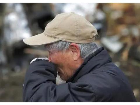 70岁老人被强行送进敬老院,老人含泪倾诉,生男生女为啥不一样