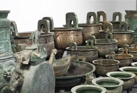 """""""洞口""""暗藏37件青铜器,却发现30件带铭文,专家笑得合不拢嘴"""