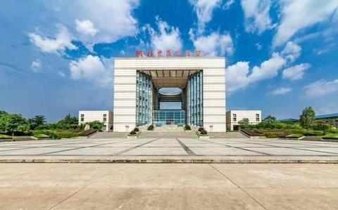 武汉市同城高校,湖北中医药大学和武汉商学院