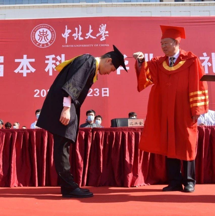"""线上直播线下集合,中北大学本科生毕业典礼7万余人""""云围观""""!"""