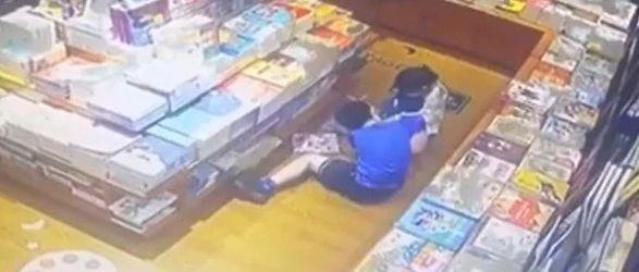 上海10岁男孩诱骗5岁女童舔自己下体,其母:都是女孩自愿!