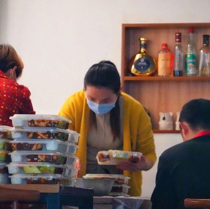 疫后餐饮业困境怎么破?汤亮代表:鼓励各类餐饮企业扩大外卖服务