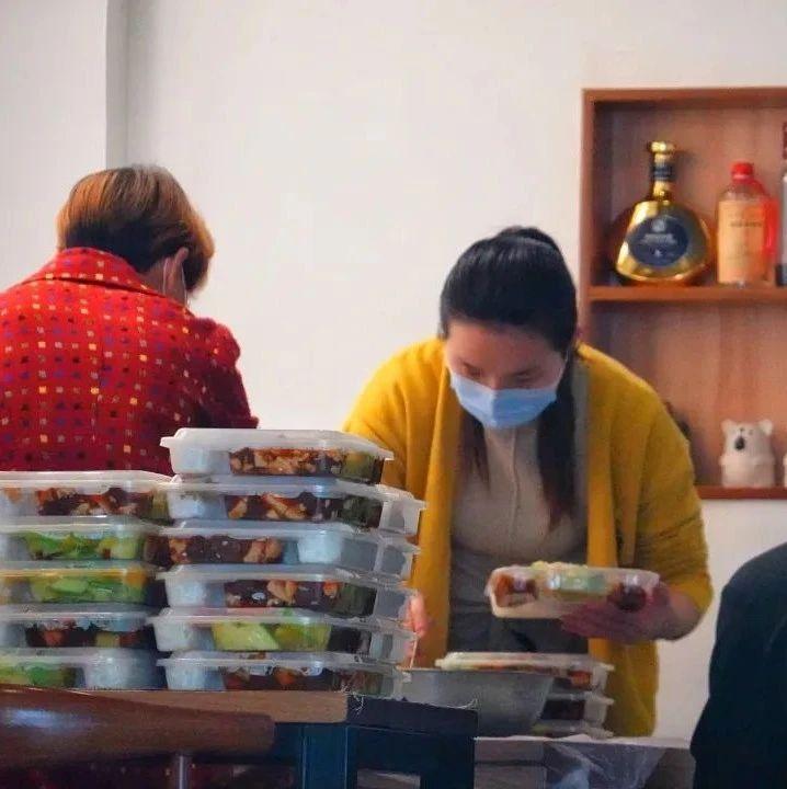 疫情造成的餐饮业困境怎么破?汤亮代表:鼓励各类餐饮企业扩大外卖服务
