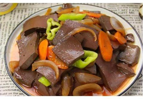 美食推荐:洋葱炒鸭血,辣炒墨鱼花,凉拌三鲜,蛋黄鸡翅