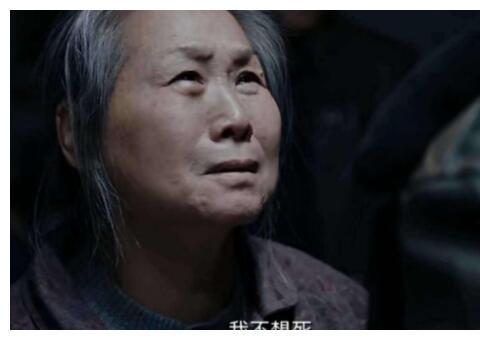 她62岁被儿子引进演艺圈,今比儿子还红,拍两部电影票房近百亿