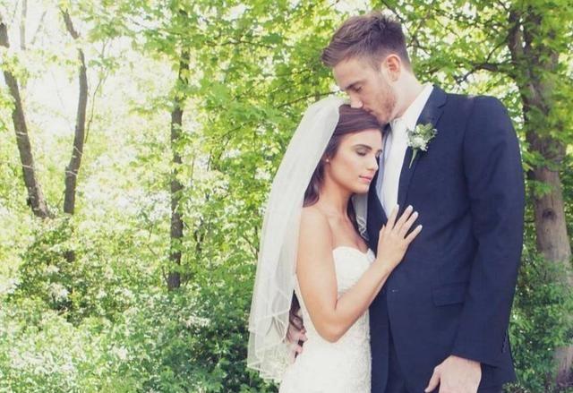 NBA球星晒娇妻美照庆祝结婚六周年,三个孩子的妈妈依然妩媚动人