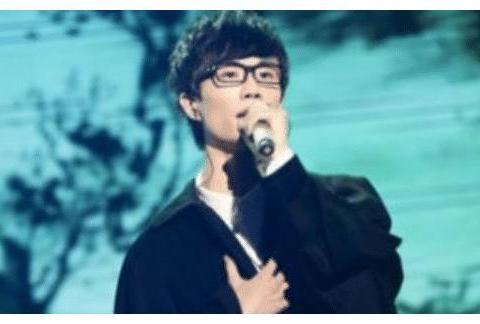 """歌手被""""限制""""假唱怎么办?许嵩当场喊停,魏晨做法最猛"""