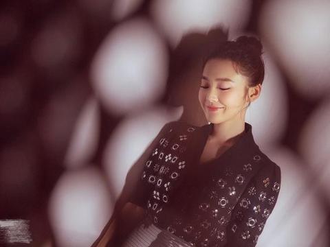 张佳宁疑似曝光恋情,原来是他,两人互相喂食,牵手,很是甜蜜