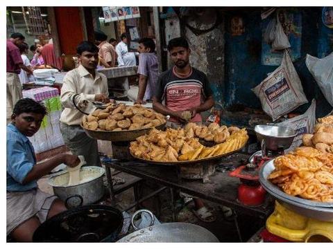 中国姑娘去印度旅游,只是吃个午饭,为何却让印度人感到惊讶?