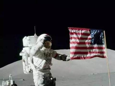 宇航员从月球看向地球时,为何会感到恐惧?