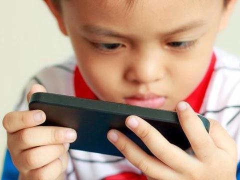 孩子沉迷于网络,家长还是用棍棒教育?不如试试这些方式