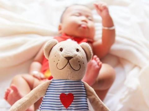 """新手宝妈遇""""摄影套路"""",拍完照宝宝进了ICU,贪小便宜害了娃"""