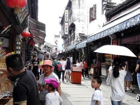屯溪老街:青砖绿瓦,充满古老与神秘、有着浓厚历史气息的老街