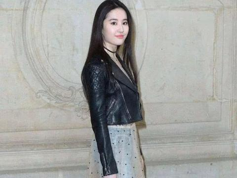刘亦菲原来还有这么一面,穿超短裙热舞,场面可不多见