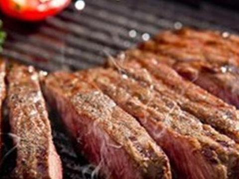 在吃牛排时,点全熟会被服务员嘲笑吗?西餐服务员说出答案
