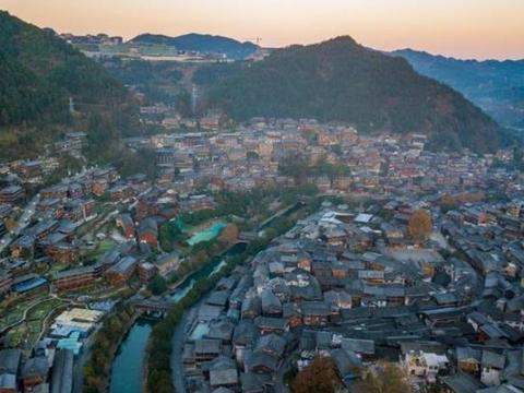 """我国最低调的寨子:""""牛头""""夜景不输丽江古城,游客却仅600万人"""