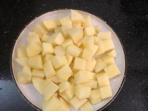 天热胃口差,多给家人做这菜,咸香开胃特下饭,米饭能多吃2碗