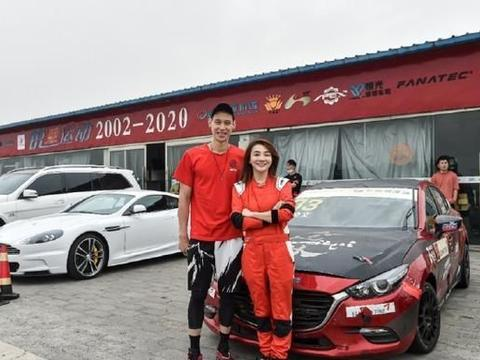 CBA北京首钢球员林书豪与常林体验赛车乐趣