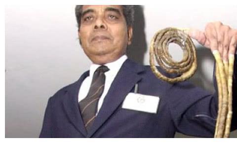 """因吉尼斯纪录,印度男子留指甲66年,锯掉后左手已""""残""""!"""