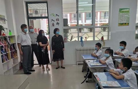 濮阳市教育局总督学李彩光督查学校疫情防控工作