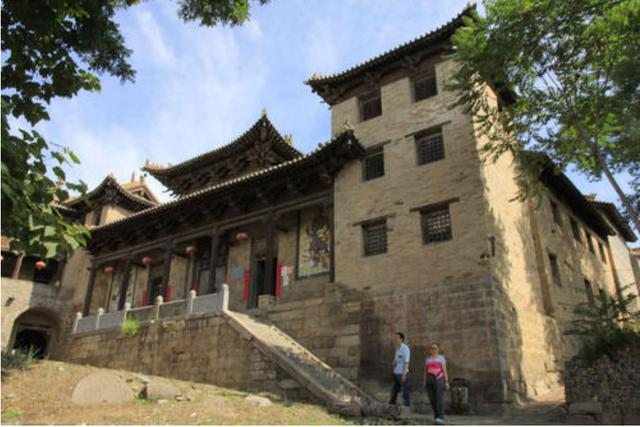 山西一座被人忽略的古村,人杰地灵,建筑宏伟,房屋斑驳古色古香